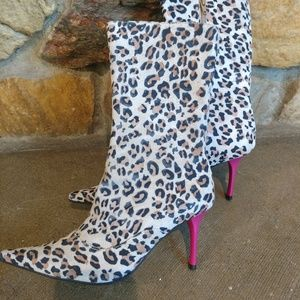 NWOT Carlos Santana Boots